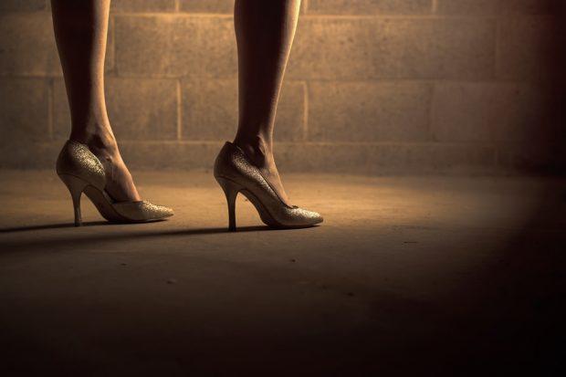 Sabías-que-originalmente-los-zapatos-de-tacón-fueron-creados-para-ser-calzados-por-hombres--620x413