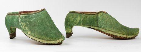 Sabías-que-originalmente-los-zapatos-de-tacón-fueron-creados-para-ser-calzados-por-hombres